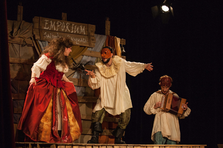 ROMEO E GIULIETTA. L'AMORE E' SALTIMBANCO di Stivalaccio Teatro