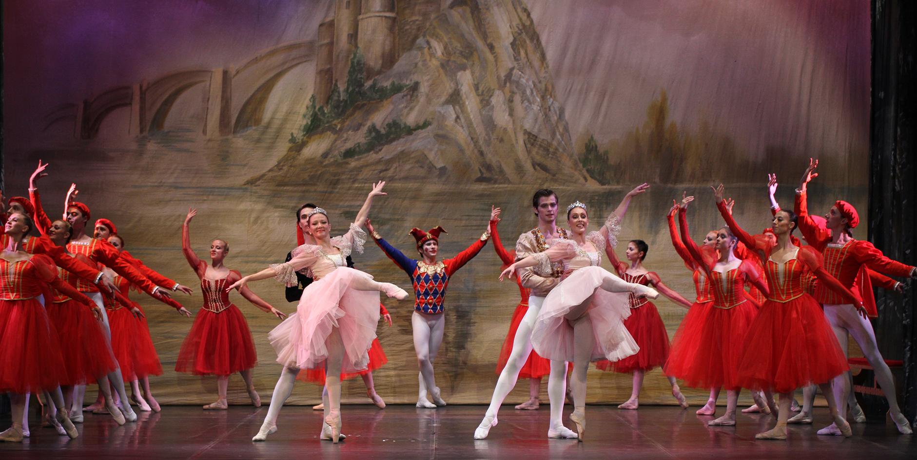 """CIVITANOVA DANZA TUTTO L'ANNO, VENERDÌ 11 GENNAIO CLASSICAL RUSSIAN BALLET DANZA """"IL LAGO DEI CIGNI"""""""