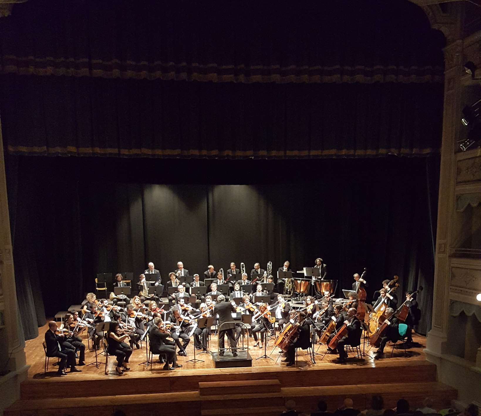 """""""URBINO IN MUSICA"""", MERCOLEDÌ 3 APRILE AL TEATRO SANZIO """"PIANOMANIA"""" CON LA FORM ORCHESTRA FILARMONICA MARCHIGIANA, GIANLUCA LUISI E LORENZO DI BELLA"""
