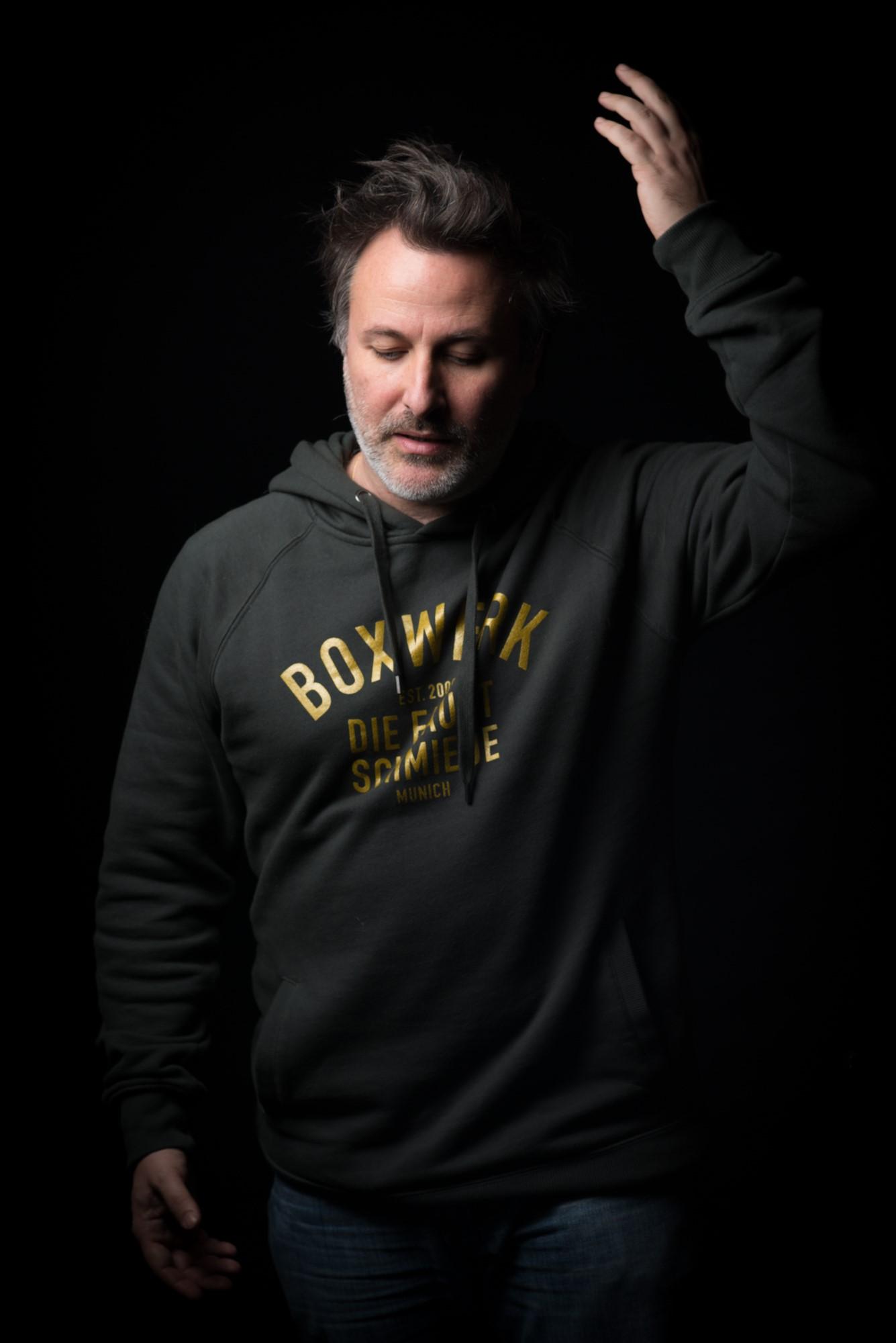 PORTO SANT'ELPIDIO, DAVIDE ENIA RACCONTA «L'ABISSO» AL TEATRO DELLE API GIOVEDÌ 9 MAGGIO